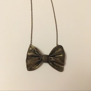 Pretty Vintage Style Bow Necklace